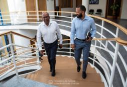 Ministro Abraão Vicente reúne-se com Presidente da Câmara de Porto Novo para se inteirar dos projetos em curso