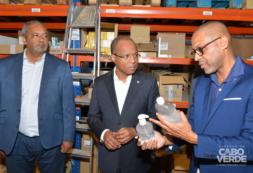 Primeiro-Ministro satisfeito com produção local de equipamentos, medicamentos e álcool gel