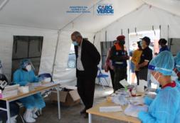 """Ministro da Saúde faz balanço positivo da visita que fez hoje ao terreno e deixa alerta: """"o teste, não é vacina contra COVID-19"""""""
