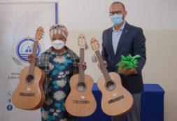 MCIC entrega 34 instrumentos musicais a 4 escolas selecionadas no programa Bolsa de Acesso à Cultura