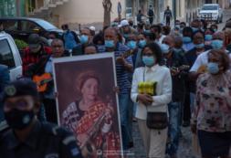 Boa Vista despede-se de uma das suas figuras mais ilustres, Celina Pereira, com o depósito das suas cinzas na baía da ilha
