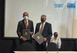Carlos Santos eZurab Pololikashvilifirmam acordo: Cabo Verde acolhe a 64.ª Reunião da Comissão Regional da OMT para África em setembro