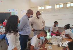 Ministro da Saúde visita postos de vacinação em Santo Antão