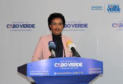 Joana Rosa responde a candidato presidencial Dr. José Maria Neves, em nome do Governo