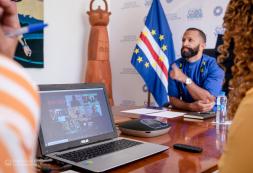 """""""Se construirmos juntos as políticas de cooperação necessárias, sem dúvidas, conseguiremos grandes mudanças para o setor da cultura e das indústrias criativas"""" – MCIC, Abraão Vicente"""